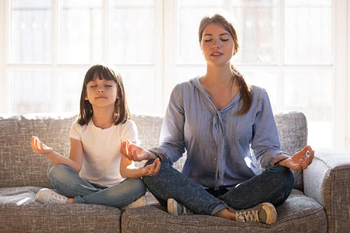 Comment aider mon enfant à garder ou retrouver son calme pendant les devoirs